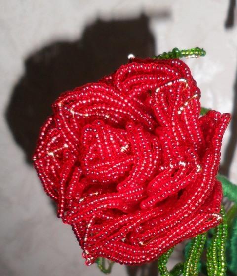 Сплести розу из бисера при