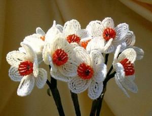 Необыкновенно красивые цветы из бисера