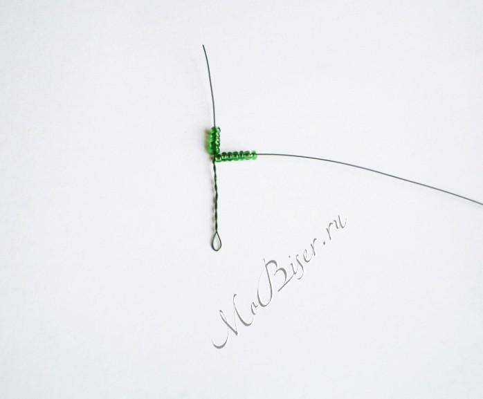 плетение лепестков из бисера