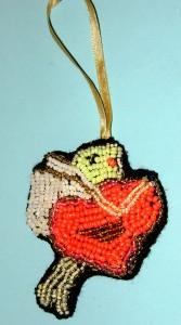 Вышивка бисером сувенира «Купидон с сердечком»