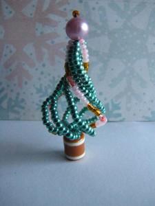 Новогоднее настроение: елочка из бисера своими руками