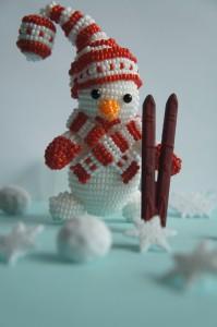 снеговик из бисера  соими руками