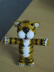 Фигуры из бисера: как сплести тигра, крокодила, краба и птичку