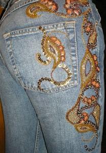 Стильная вышивка бисером на одежде