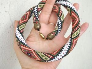 Плетем простой жгут из бисера
