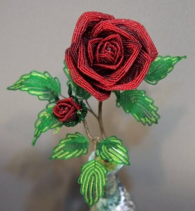 Шикарные цветы из бисера для начинающих мастериц