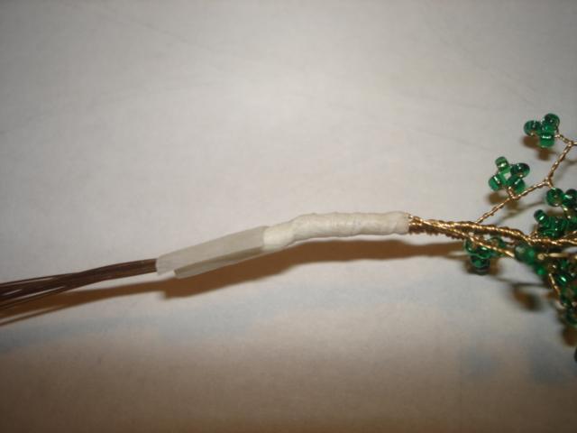 обмотать на пару сантиметров белой флористической лентой
