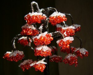 зимняя рябина из бисера